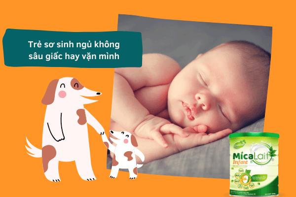Trẻ sơ sinh ngủ không sâu giấc hay vặn mình: nguyên nhân và giải pháp!